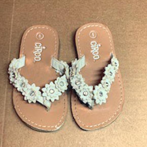 Crico Shoes Kids White Flower Flip Flops Poshmark